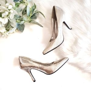 """Rampage Shoes - RAMPAGE Silver Classic Pump """"Nicki"""" Sz 6 Excellent"""